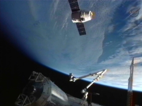 Dragon arriving at ISS